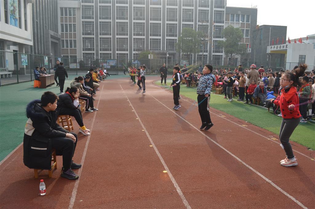 我校冬季跳绳拔河比赛圆满结束